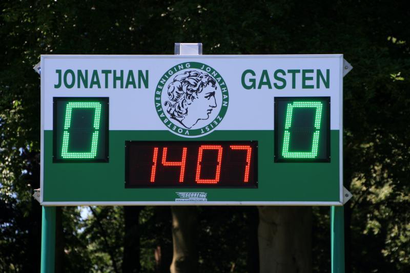 636 101 - VV Jonathan2 met klok